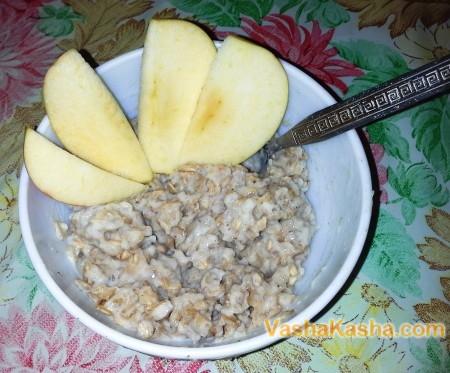 готовая каша с яблоками