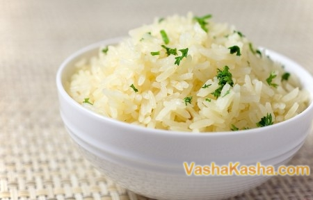 готовая рисовая каша в миске
