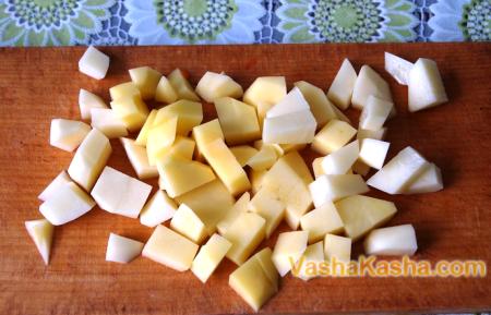 нарезанный картофель кубиками