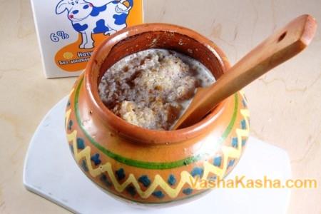 Ready porridge in a pot