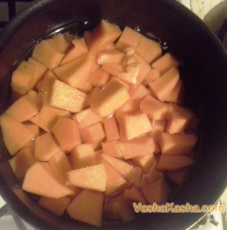 pumpkin slices in water