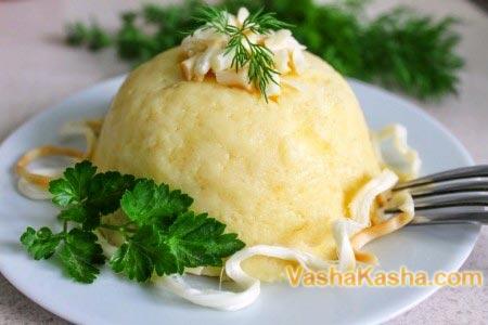готовая мамалыга с сыром и зеленью