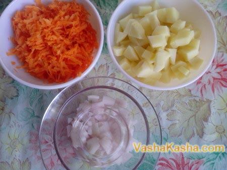 нарезанные овощи в тарелках
