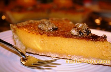 кусок готового тыквенного пирога