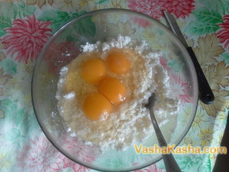 cottage cheese with sugar and eggs