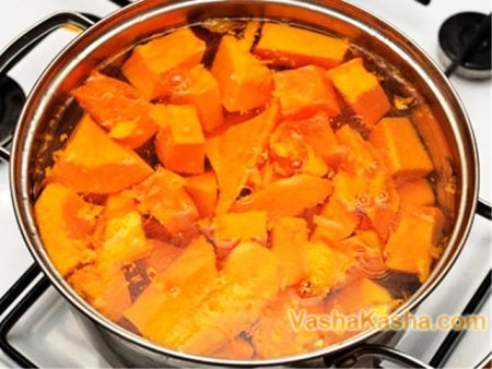 pumpkin in the water on the stove