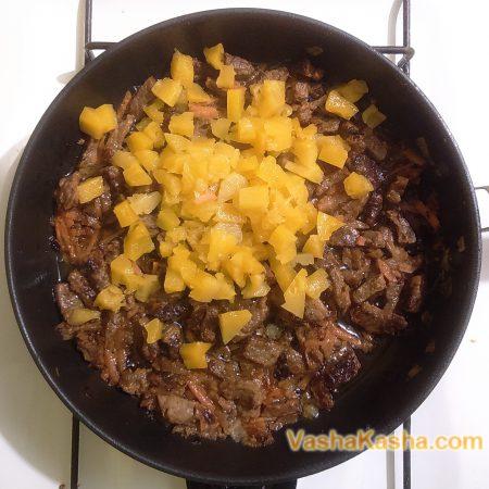 ананаси на сковороде