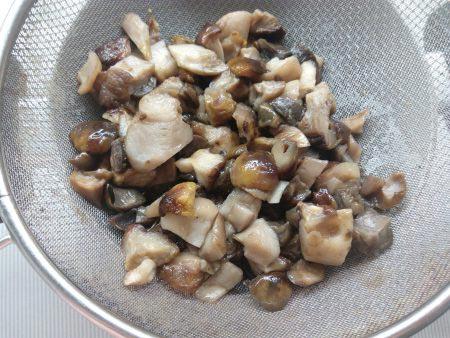 гриби на дуршлаге