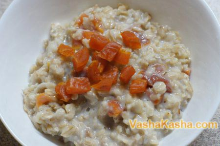 ready porridge with dried apricots