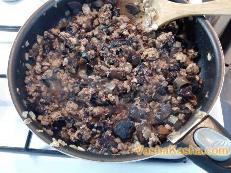 фарш с грибами на сковороде
