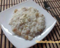 Cooking rice porridge with raisins in a slow cooker