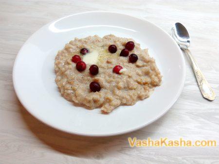 cooked porridge with bran