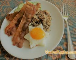 Quinoa with bacon and egg