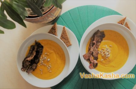 Pumpkin soup with bacon in a slow cooker