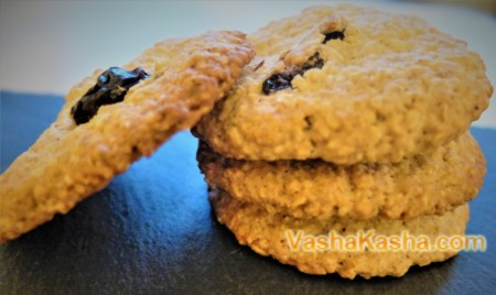 Quick oatmeal cookies with raisins and cinnamon