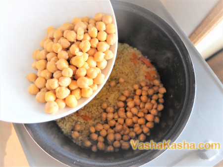 Bulgur plov with chickpeas in a slow cooker